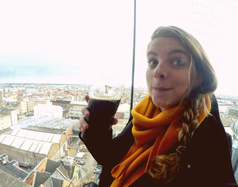 Na fábrica da Guiness você pode tomar a sua cerveja e observar Dublin inteirinha.